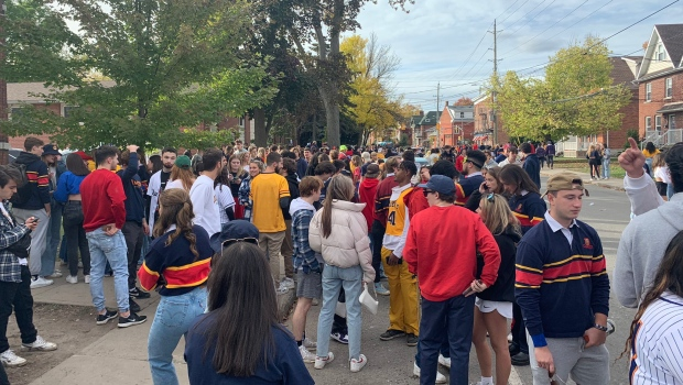 Kingston, Ont. police clear students from University District on second weekend of 'nuisance parties'